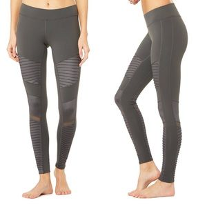 NWT Alo Yoga Moto Leggings in Anthracite